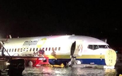 Florida, Boeing 737 va fuori pista e finisce in un fiume
