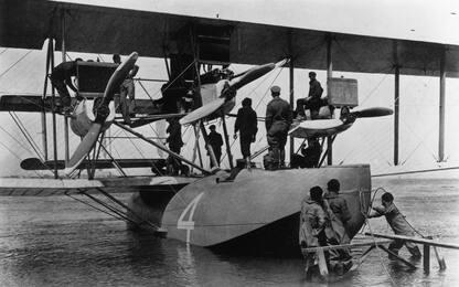 Cento anni fa partiva il primo volo transatlantico. FOTO