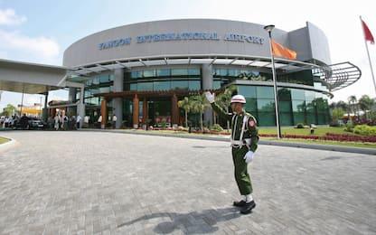 Myanmar, aereo atterra senza carrello a Yangon: tutti salvi