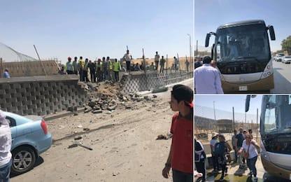 Egitto, esplosione contro bus di turisti a Il Cairo: 17 feriti