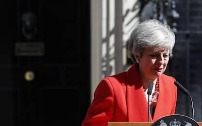 Theresa May si dimette, discorso e lacrime a Downing Street