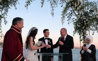 01matrimonio_ozil_erdogan_ansa_hero