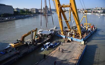Budapest, naufragio nel Danubio: recuperato il battello