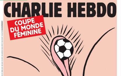 Charlie Hebdo, polemiche per copertina sessista sui Mondiali femminili