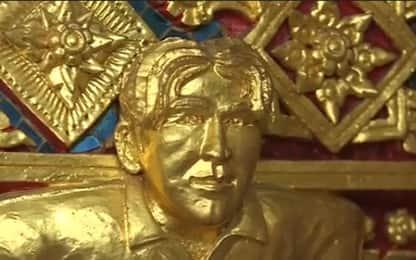 David Beckham, statua d'oro in un tempio buddhista in Thailandia