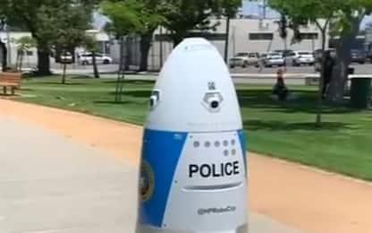 California, robot poliziotto combatte il crimine nelle strade. VIDEO