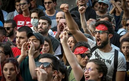 Georgia, scontri e proteste per visita deputato russo