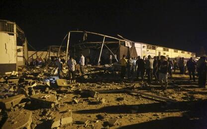 """Libia, raid aereo su centro detenzione migranti: """"Almeno 44 morti"""""""