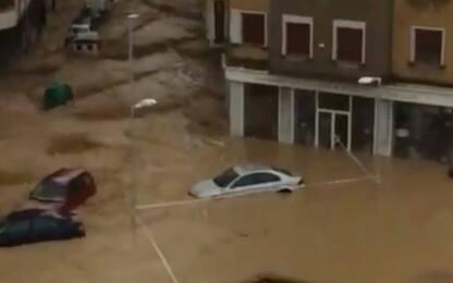 Alluvioni in Spagna: autista muore trascinato via dall'acqua