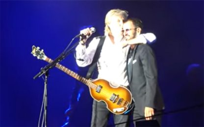 Los Angeles, Ringo Starr a sorpresa sul palco con Paul McCartney