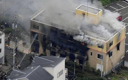 Giappone, uomo dà fuoco a casa di produzione cartoni animati: 33 morti