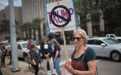 Stragi Usa, proteste per la visita di Trump a El Paso e Dayton