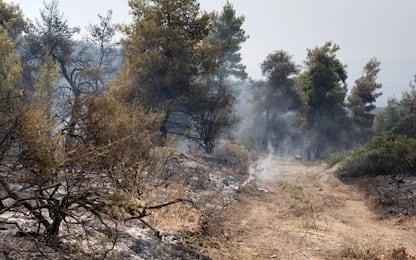 Scampia, vigili del fuoco domano fiamme in campo nomadi: nessun ferito