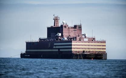 Russia, centrale nucleare galleggiante salpa per l'Artico. VIDEO
