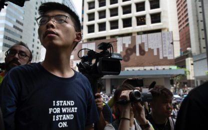 Hong Kong, il dissidente Joshua Wong si dice colpevole e va in carcere