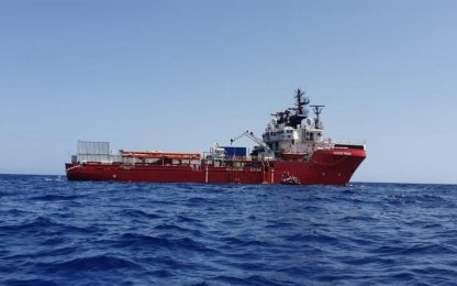 Migranti, Ocean Viking: evacuata a Malta donna incinta al nono mese