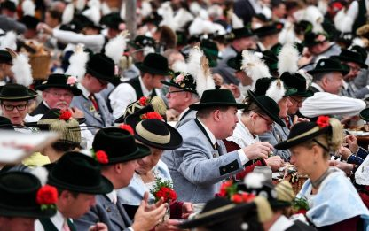 Oktoberfest, lo spettacolo della parata inaugurale. FOTO