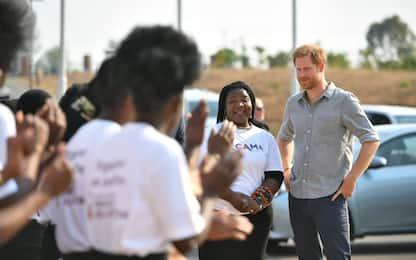 Principe Harry in Malawi: folla di giovani lo attende. FOTO