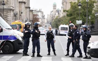 Parigi, strage in prefettura : 4 agenti uccisi da un collega