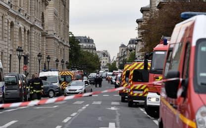 Parigi, uomo uccide almeno 4 persone in attacco armato. FOTO