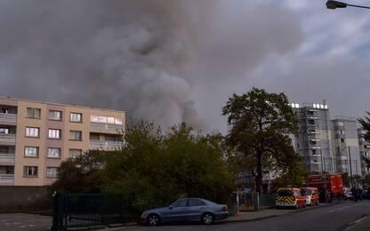 Francia, vasto incendio in stabilimento industriale vicino a Lione