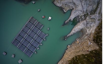 Svizzera, primi pannelli solari sull'acqua di un lago. FOTO