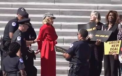Jane Fonda arrestata a Washington durante protesta per il clima. VIDEO
