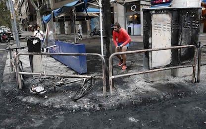 Barcellona devastata dopo la giornata di scontri. FOTO