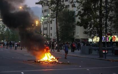 Rivolta in Cile, 10 morti. Presidente: siamo in guerra.  FOTO e VIDEO