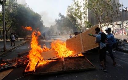 Cile, ancora proteste: sale bilancio vittime. FOTO