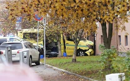Oslo, uomo ruba ambulanza e si lancia su pedoni. FOTO