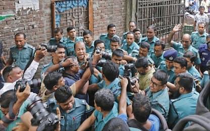 Bangladesh, 16 condanne a morte per la ragazza bruciata viva