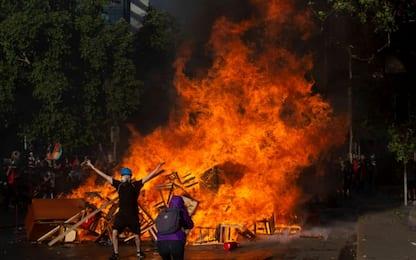 Proteste Cile, ancora scontri a Santiago. VIDEO
