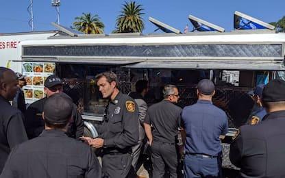 Incendi California, LeBron James invia furgone dei taco ai pompieri