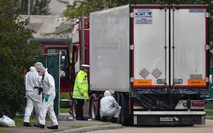 Inghilterra, trovati 15 migranti nel retro di un camion
