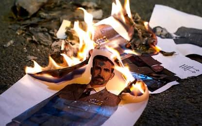 Proteste Barcellona, bruciate le foto del re Felipe. FOTO
