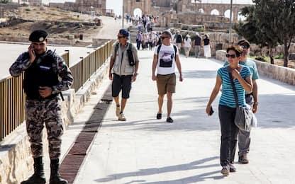 Giordania, gruppo di turisti accoltellati a Jerash