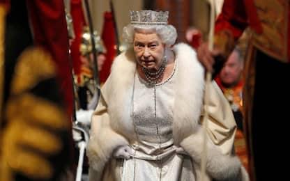 La regina Elisabetta dice basta alle pellicce, svolta nel Regno Unito