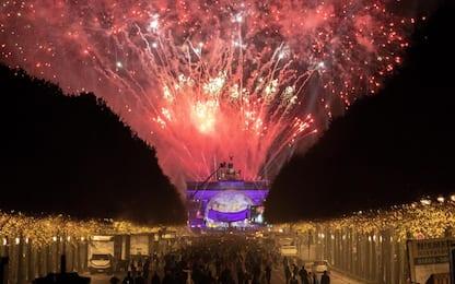 Muro Berlino, fuochi d'artificio a Porta Brandeburgo. FOTO