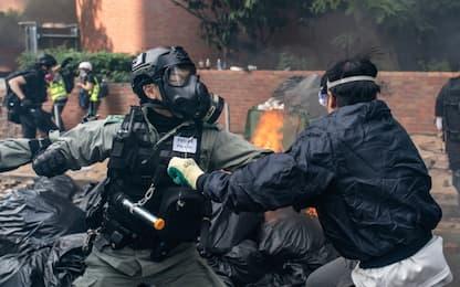 Hong Kong, battaglia al Politecnico: decine di arresti. FOTO