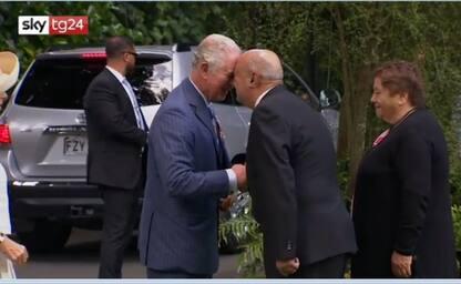 Nuova Zelanda, Carlo e Camilla ricevuti con il saluto maori. VIDEO