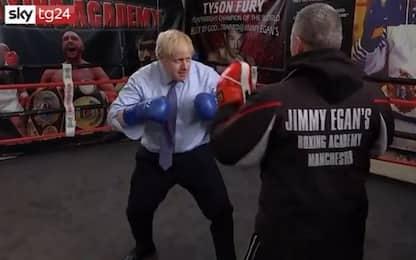"""Uk, Johnson scatenato sul ring: """"Mi alleno per le elezioni"""". VIDEO"""