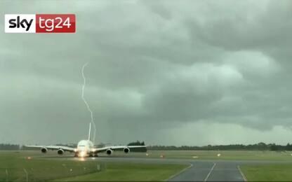 Nuova Zelanda, fulmini sfiorano aereo passeggeri. VIDEO