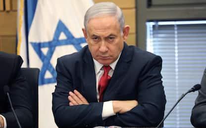 Israele, Netanyahu incriminato in 3 inchieste: anche accusa corruzione