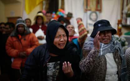 Bolivia, i funerali degli indigeni morti negli scontri. FOTO