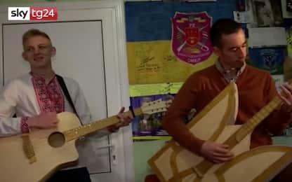 In Ucraina gli strumenti musicali sono fatti con i fiammiferi. VIDEO