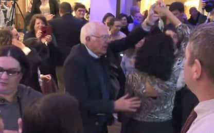 """Usa, il ballo di Bernie Sanders su """"Dancing Queen"""" degli Abba. VIDEO"""