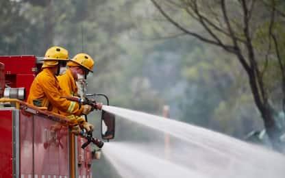 Australia, si danza sotto la pioggia dopo gli incendi. VIDEO