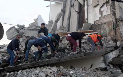 Terremoto Albania, i soccorsi: si scava tra le macerie. FOTO