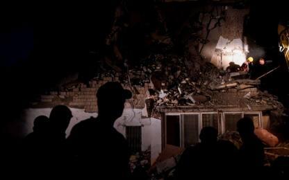 Terremoto Albania, morti e feriti. Si scava ancora sotto le macerie